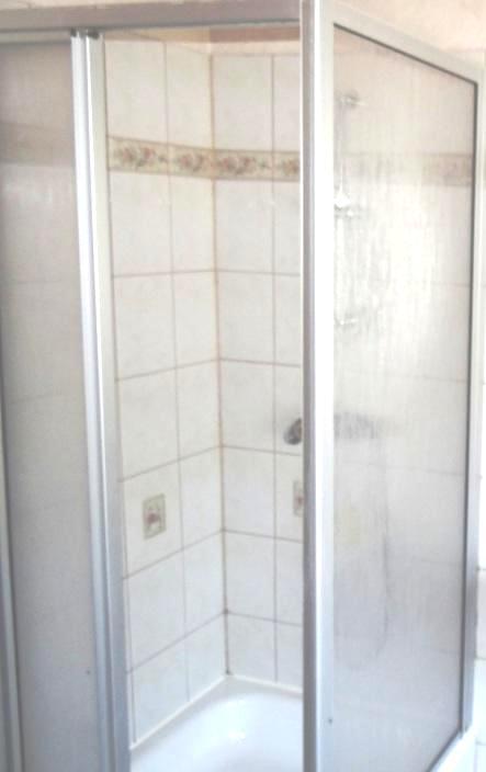 Bad und WC gehören zu jedem Ferienzimmer natürlich dazu.