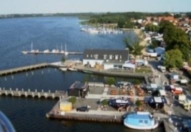Blick auf den Ribnitzer Hafen und die Ribnitzer See - einem Teil der Boddenkette Fischland-Daß-Zingst.