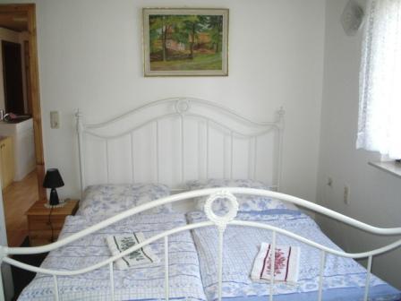 Zimmer mit Doppelbett in der Zimmervermietung Ferienhof Am Kiefernwald